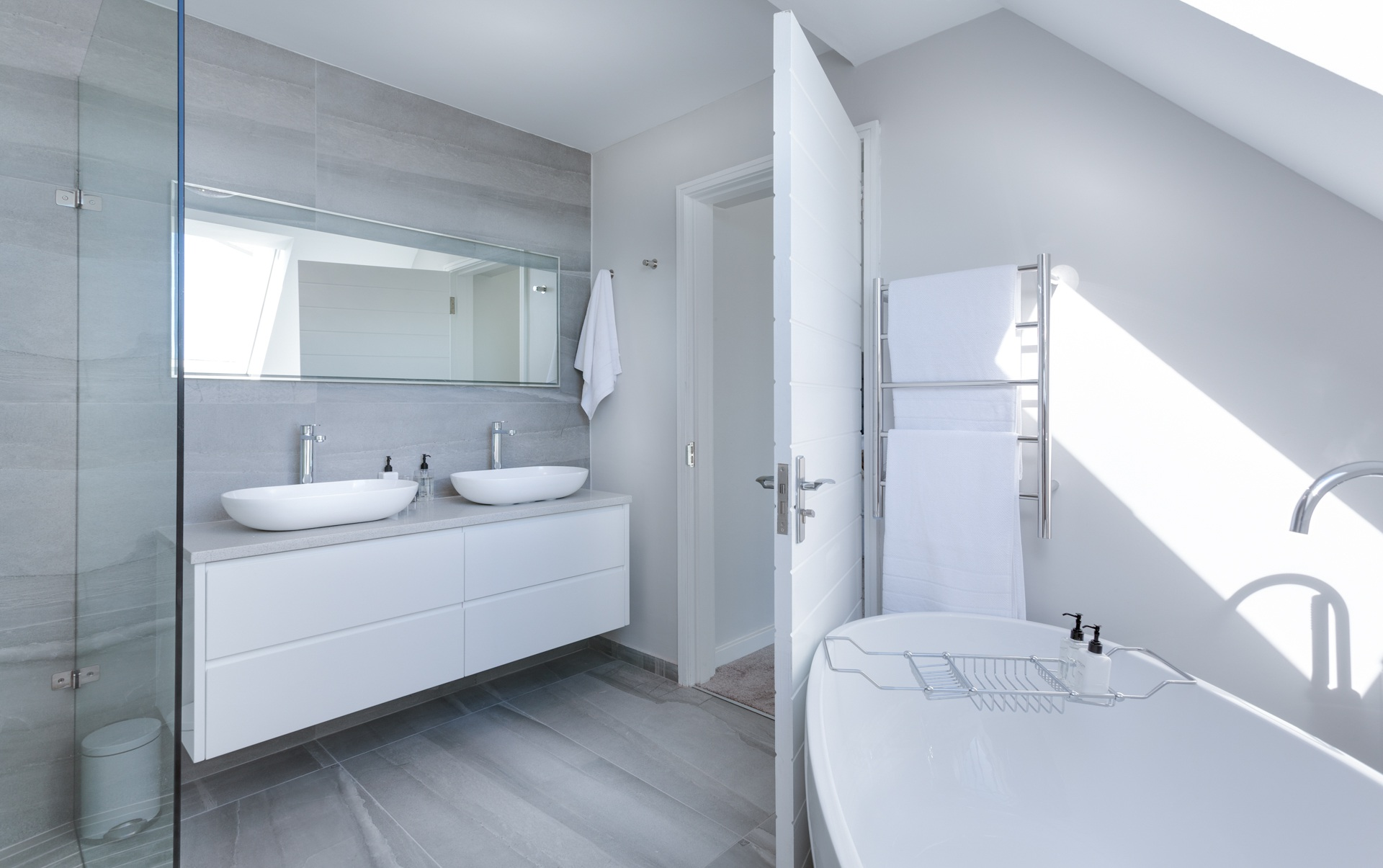 7 Professional Bathroom Cleaning Tips to Keep Your Space Sparkling Clean